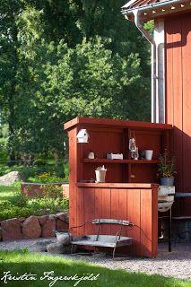 utekök i vår trädgård med möjlighet att grilla och ha lite arbetsyta