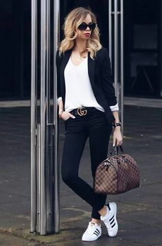 blazer for women fashion & blazer for women . blazer for women casual . blazer for women classy . blazer for women formal . blazer for women outfits . blazer for women business . blazer for women party . blazer for women fashion Blazer Outfits For Women, Gucci Outfits, Casual Work Outfits, Mode Outfits, Work Casual, Chic Outfits, Casual Chic, Casual Looks, Fall Outfits