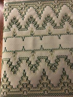 Resultado de imagem para Patterns for Monks Cloth Swedish Weaving Books Swedish Embroidery, Towel Embroidery, Ribbon Embroidery, Cross Stitch Embroidery, Embroidery Patterns, Weaving Designs, Weaving Projects, Cat Cross Stitches, Cross Stitch Patterns