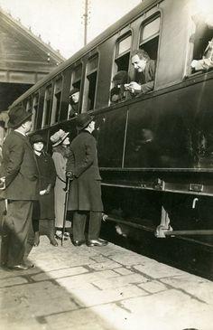 """Barcelona 28 de febrer de 1923 """"Albert Einstein a l'estació de França by  AFB."""