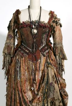 Pirates of the Caribbean: Dead Man's Chest / Costume designer: Penny Rose