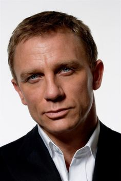 Daniel Craig Mr. 007. One of his more suave pictures!