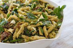 Billedresultat for pastasalat Green Beans, Salads, Food And Drink, Chicken, Vegetables, Ethnic Recipes, Spinach, Vegetable Recipes, Salad