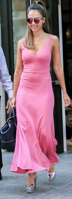4d4e4facea2 Jessica Alba  Purse – Versace Dress – Narciso Rodriguez Shoes – Giuseppe  Zanotti Sunglassses –