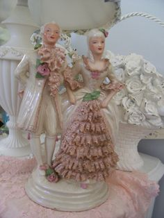 FAB OLD ANTIQUE VINTAGE MARIE ANTOINETTE STYLE LADY & MAN ROSE FIGURINE STATUE