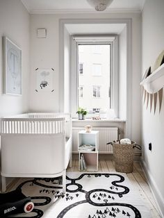 Via Pinterest We can't stop saying how important textiles are to decorate kids' spaces. Rugs don't only add a cosy touch but they are also an important part of the room's style and fill the floor with personality. If you are thinking about choosing a rug for the nursery, keep in mind the coolest trends […]
