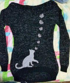 Saco o buso en lana con apliquez  en tela.  Cuello bandeja.
