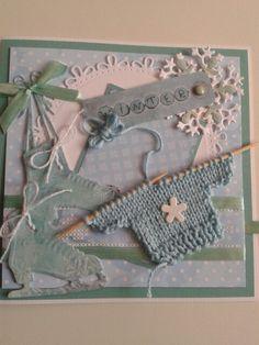 Winterkaart met schaatsen en gebreid truitje. Dit beetje opleuken met lint en splitpennen....