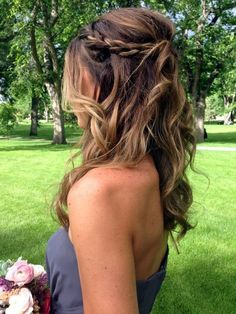 Trendy Wedding Hairstyles Medium Length Curls Messy Buns Trendy Hochzeitsfrisuren Mittellange Locken Messy Buns This image has get. Diy Wedding Hair, Wedding Hair And Makeup, Trendy Wedding, Wedding Hairdos, Dress Wedding, Brown Wedding Hair, Braided Wedding Hair, Diy Bridal Hair, Half Up Wedding Hair