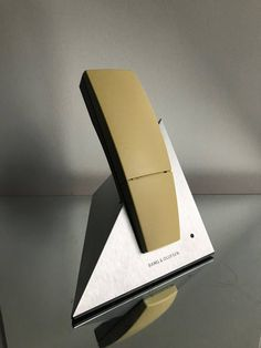 Bang Olufsen Beocom 6000 Pyramid shaped table holder yellow color handset Excellent vintage condition only one very minor scratcn on display shown in picture ( price set accordingly ) The phone being vintage new batteries are recommended Vintage Phones, Vintage Telephone, Bang And Olufsen, Turntable, Product Design, Danish, Objects, Gadgets, Display