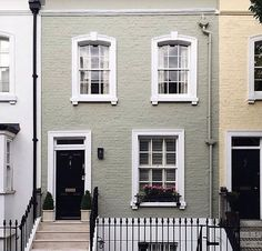 A perfect city row house, vertical, windows w/ window boxes and stairs Exterior Paint Colors, Exterior Design, Interior And Exterior, House Front, My House, Sage House, House Goals, House Painting, House Colors