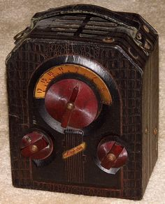Vintage Majestic Camera-Style Portable Radio, Model 130, Broadcast Band Only (MW), 3 Tubes, Battery Powered, Made In USA, Circa 1939.