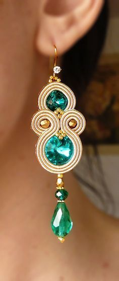 Learn how to make beautiful earrings with soutache technique ~ lodijoella Pendant Earrings, Beaded Earrings, Earrings Handmade, Beaded Jewelry, Handmade Jewelry, Gold Earrings, Jewelry Accessories, Jewelry Design, Soutache Necklace