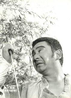 "jailhouse41: ""Lobby card for Zatoichi And The Doomed Man (座頭市逆手斬り), 1965, directed by Kazuo Mori (森一生) and starring Shintaro Katsu (勝 新太郎). """