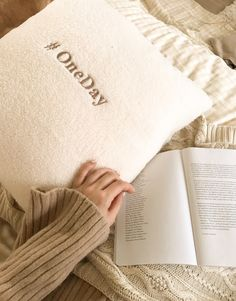 台灣製造/PAZZO自訂開發布料/短絨毛面料/英文質感刺繡刺繡圖樣 Blanket, Room, Bedroom, Rooms, Rug, Blankets, Cover, Peace