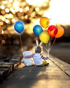 macro photography tips and guide Macro Photography Tips, Balloons Photography, Indoor Photography, Toddler Photography, Creative Photography, Amazing Photography, Photography Lighting, Photography Business, Sibling Photography