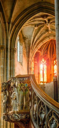 Inside St George - Lyon