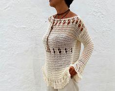 Jersey crema, tendencia invierno, jersey grueso, tejido a mano.  Tan cálido y confortable que no querrás quitártelo. Un color absolutamente combinable y una textura tan suave que lo puedes llevar como una segunda piel, no pica. Una prenda perfecta e imprescindible para el frío otoño o el invierno.  Tejido a mano en una mezcla de 25% alpaca 50% lana y 25% acrílico, suave y muy cálida.  Talla 36/38 ES. 6/8 US. 6/8/10 UK  Hecho a pedido, por favor dame 10 días y lo tejeré para ti.  Si necesitas…