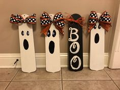 Ghoulish Groupies from old fan blades. Imprimibles Halloween, Adornos Halloween, Manualidades Halloween, Halloween Wood Crafts, Halloween Crafts, Halloween Decorations, Fall Halloween, Dyi Decorations, Halloween Signs