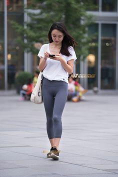 Yoga Pants Girls, Girls In Leggings, Tight Leggings, Leggings Are Not Pants, Sport Outfits, Girl Outfits, Fashion Outfits, Womens Fashion, Belle