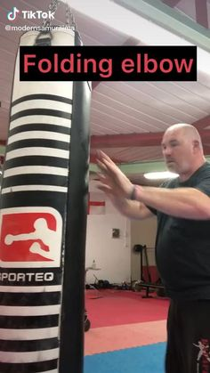 Boxing Training Workout, Kickboxing Workout, Gym Workout Videos, Fight Techniques, Martial Arts Techniques, Self Defense Techniques, Self Defense Moves, Self Defense Martial Arts, Martial Arts Workout