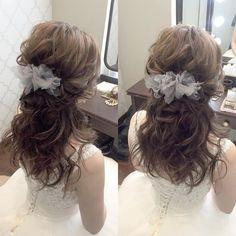 * ********************* half down do style🐑 ********************* * *… Wedding Ponytail, Hairdo Wedding, Bride Hairstyles, Pretty Hairstyles, Bridal Hair And Makeup, Hair Makeup, Hair Arrange, Hair Setting, Japanese Hairstyle