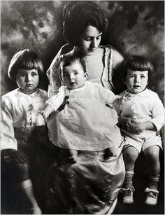 The Kennedy Family in 1919 - Rose, Joe Jr., Rosemary, and John [345 x 450]