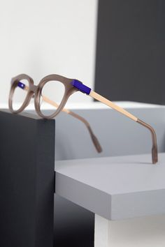 Anne et Valentin COLLECTION - MODERN LOVE M1416. My glasses, just a different color!