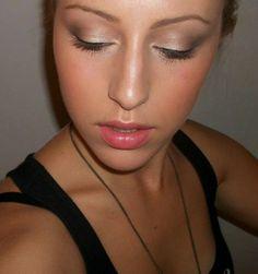 Maquillage Caroline. Chaîne YouTube : http://youtube.com/carolinesafia