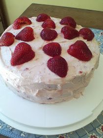 My Patchwork Quilt: FRESH STRAWBERRY CAKE
