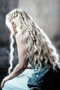 Side view of Galadwen.(Queen of Mirkwood and wife of Legolas) ( I KNOW ITS DAENERYS,BUT I DON'T CARE!!!)