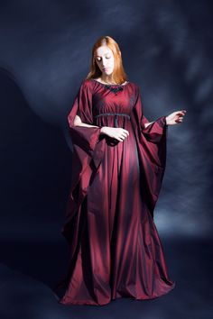 Dark Red M-Size Elven Gown, silver trimming, long large sleeves. Dress Elf Fantasy Gothic RPG LARP LOTR Game of Thrones D&D di LaTeieraDiAlice su Etsy