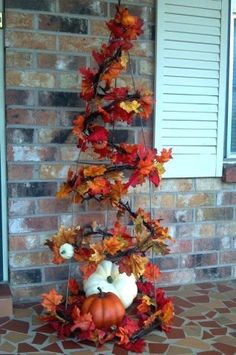 What a festive #tree made from a tomato cage! | #Thanksgiving #TreeCrafts