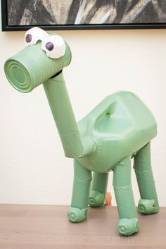 DIY The Good Dino Arlo Recyclosaurus Craft + The Good Dinosaur Contest! School Projects, Projects For Kids, Crafts For Kids, Craft Projects, Recycled Art Projects, Recycled Materials, Dino Craft, Dinosaur Projects, Dinosaur Crafts Kids