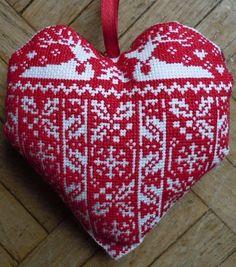 Swedish cross stitch Christmas ornament, free pattern