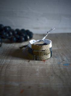 bracelets LOOMs & le Graaand collier de perles noirs  http://myriambalay.fr