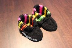 Licorice Allsorts Inspired Baby Booties Pattern with 3 sizes by designer AuntyNiseCrafts.| AuntyNise.com