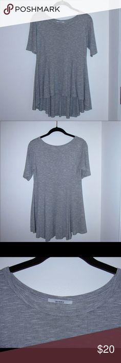 Acemi High-Low Top This soft high-low top has only been worn a few times and is a size M. Acemi Tops Tunics