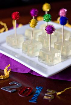 New Years Eve Party: Champagne Jello Shots oz plus champagne or sparkling wine 1 Tbs sugar 3 envelopes Knox plain gelatin White sparkling sugar). Nye Party, Festa Party, Party Drinks, Cocktail Drinks, Fun Drinks, Yummy Drinks, Party Time, Beverages, Party Shots