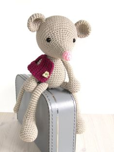 Mouse in a vest Cute crocheted toy mouse Stuffed por SIDRUNsZoo