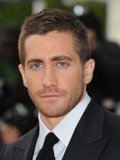 Jake Gyllenhaal is single!