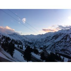 What a place to ski! Austria, Mount Everest, Places Ive Been, Skiing, Spaces, Mountains, Nature, Travel, Ski