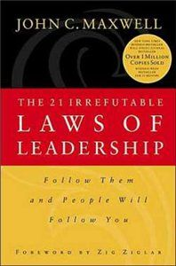 The 21 Irrefutable Laws of Leadership Anniversary Edition)- Revised and Updated Version of the Leadership Classic. In The 21 Irrefutable Laws of Leadership, John C. Maxwell combines insights learned from his years of leadership successe Leadership Coaching, Leadership Development, Leadership Quotes, Business Coaching, Great Books To Read, My Books, Reading Lists, Book Lists, John C Maxwell