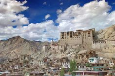 #Leh is a paradise on earth with its mesmerizing scenic beauty and is blessed with majestic snow laden #Himalayan ranges. #LadakhTour