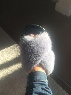 Mink fur slippers Sable Fur Coat, Mink Fur, Chinchilla Fur Coat, Fur Fashion, Fur Slides, Fur Jacket, Slippers, Shoes, Sneaker