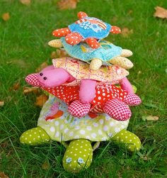 love these cute & fun little turtles. they would look so cute made out of vintage/found fabrics.