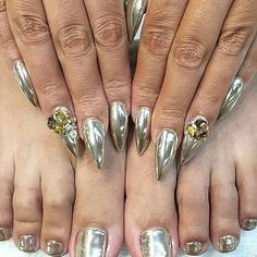 I want to get CHROMED OUT!!!! without the acrylic nails tho @laquenailbar with  Chrome'd out #laque #laquenailbar #getlaqued #BLESSED #nails #nailswag #nailart #nails #naildesigns #chromednails #prettynails #hair #art #love #beautiful #hairbiz #bayareanails -