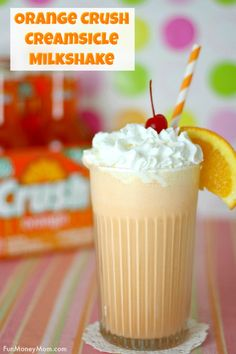 Orange Creamsicle Milkshake If you get nostalgic for the treats you had as a kid, you'll fall in love with this deliciously retro Orange Crush Creamsicle Milkshake! Frozen Drinks, Frozen Desserts, Frozen Treats, Easy Desserts, Health Desserts, Orange Creamsicle, Creamsicle Drink, Milkshake Recipes, Smoothie Recipes
