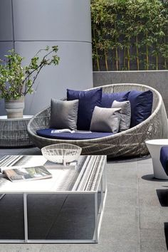 Super Ideas for modern outdoor patio furniture decor Modern Outdoor Furniture, Patio Furniture Sets, Furniture Decor, Rustic Furniture, Antique Furniture, Furniture Online, Furniture Projects, Furniture Makeover, Office Furniture