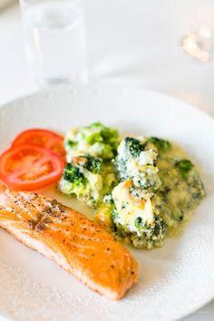 Broccoli- och Ädelostgratäng - 56kilo.se - Recept, inspiration och livets goda Good Food, Yummy Food, 20 Min, Fish And Seafood, Lchf, Avocado Toast, Broccoli, Food And Drink, Nutrition